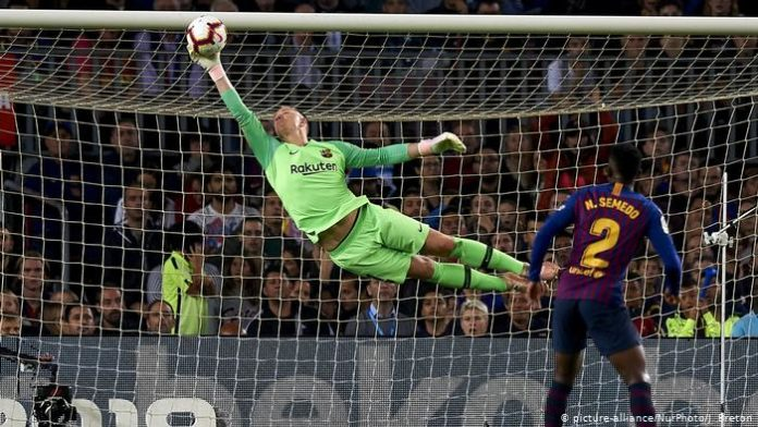 La Liga front runners, Barcelona, are trying to hold onto goalkeeper Ter Stegen as rumours of a move to Chelsea linger but may not be able to afford him.