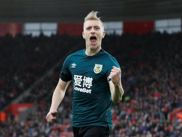 Sean Dyche's Burnley moved up to eighth in the Premier League after a header from captain Ben Mee earned them a 1-0 win at Crystal Palace on Monday.