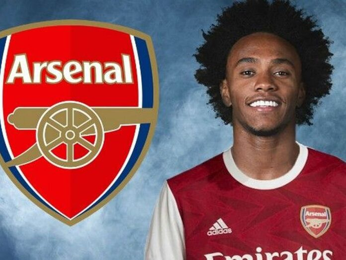 Arsenal have signed Brazil midfielder Willian on a three-year deal after the 32-year-old's contract with Chelsea expired.