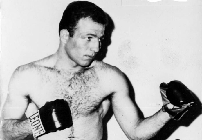 Former WBC and WBA junior middleweight champion from Italy, Allesandro Mazzinghi passed away on Saturday at the age of 81.