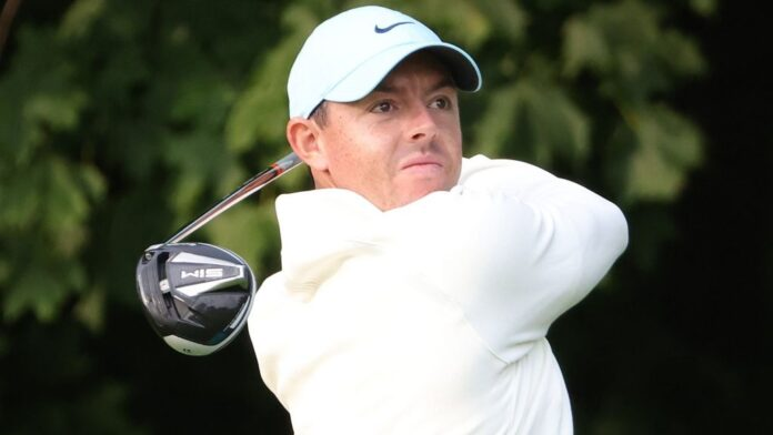 Rory McIlroy and Lee Westwood sit two strokes off the first-round lead at the US Open as American Justin Thomas set the early pace in New York.