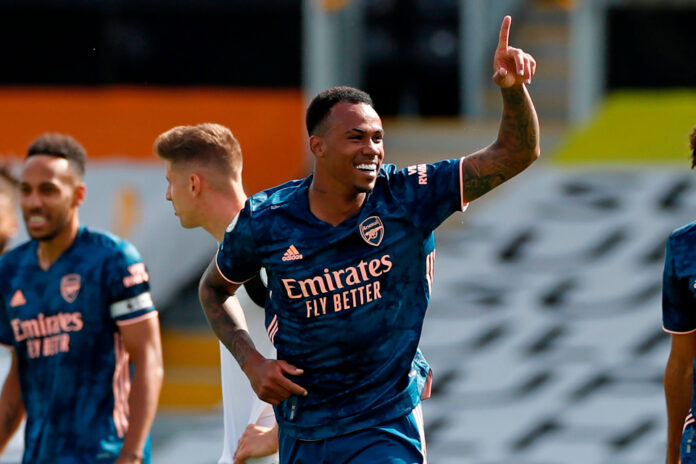 Debutants Gabriel and Willian impressed as Arsenal blew away promoted Fulham in the opening game of the Premier League season.