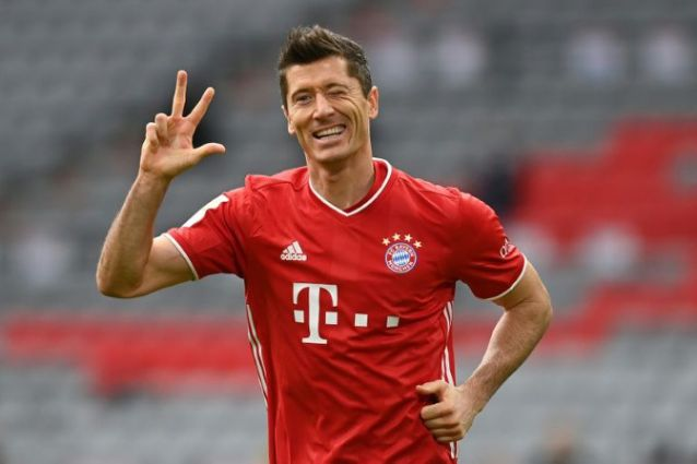 Polish police have detained the former agent of Uefa player of the year Robert Lewandowski for allegedly threatening the Poland striker amid a legal dispute over money, prosecutors in Warsaw said.